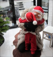 Oskar gives Santa a hug