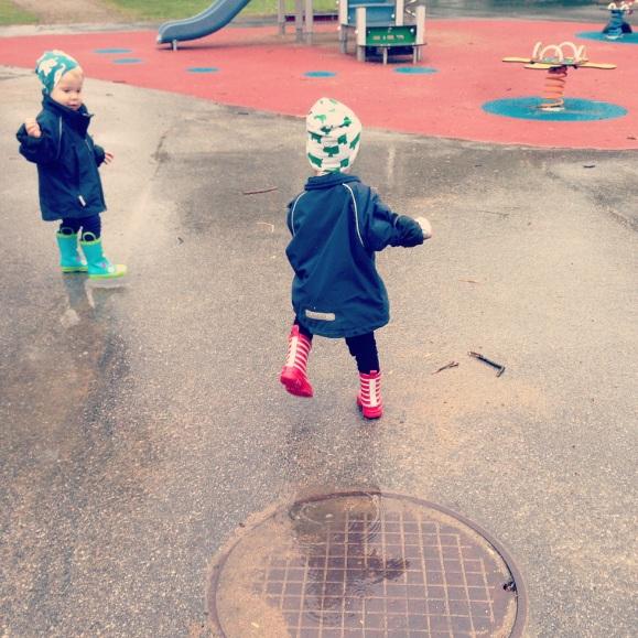 Hugo och Lilly i regnet