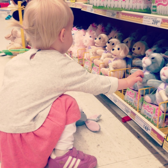 Lilly på Toys r us