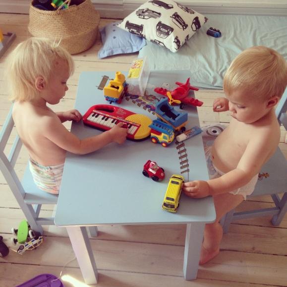 Leker tillsammans