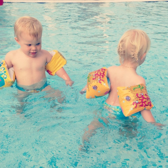 Tvillingkul i poolen
