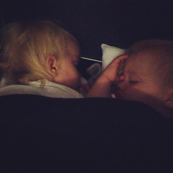 Sovstund i flygplanet