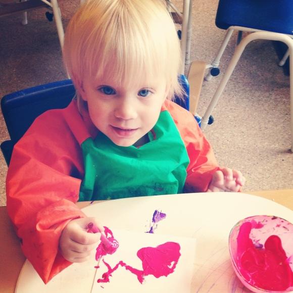Lilly målar