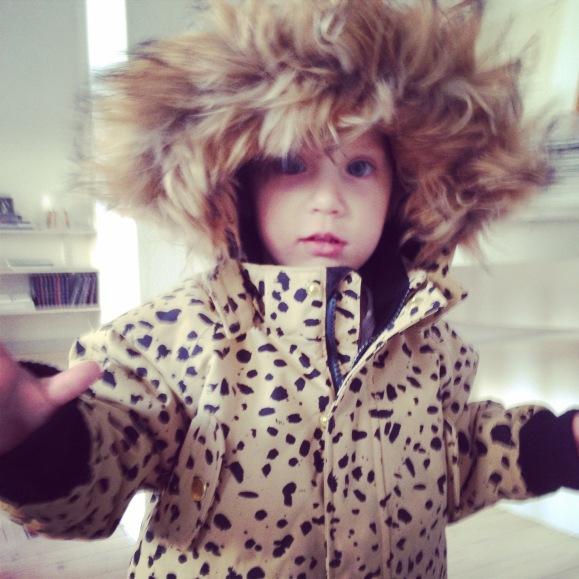 Lilly testar vinterjackan
