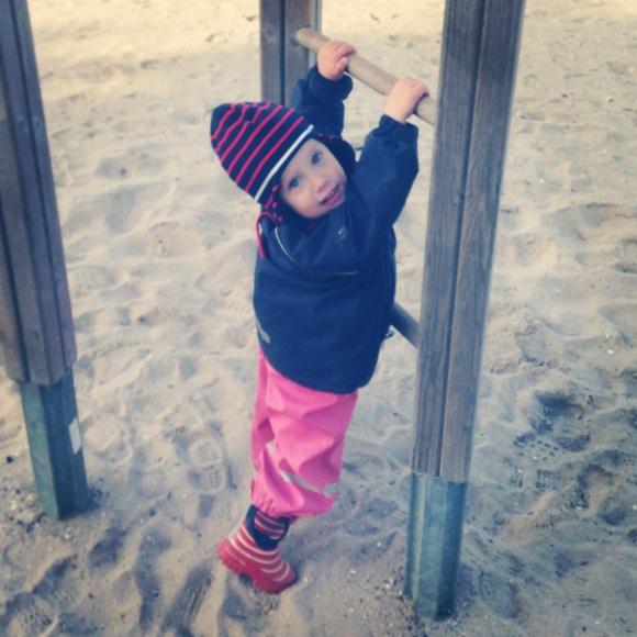 Lilly vill upp till pappa