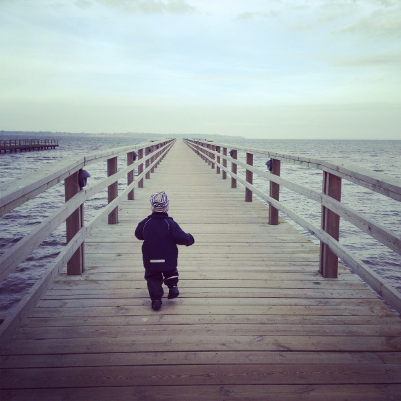 Hugo på bryggan vid Lill Olas