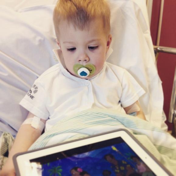 Hugo vaken efter operationen