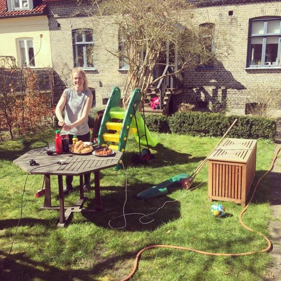 Lunch i trädgården