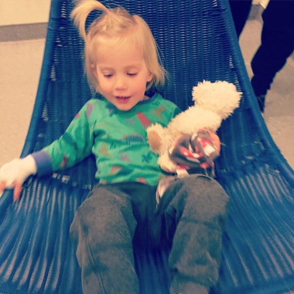 Lek med Lilly på sjukhuset