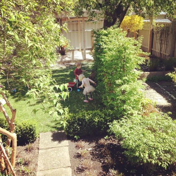 Lek i trädgården