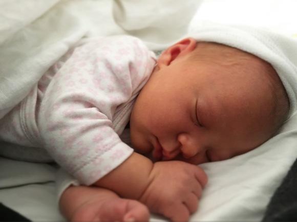 Henny nyfödd