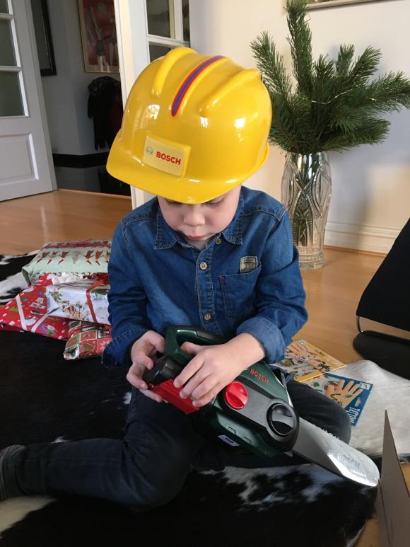 Hugo med sin julklapp