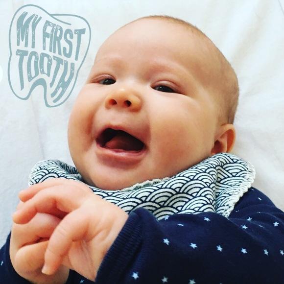 Hennys första tand